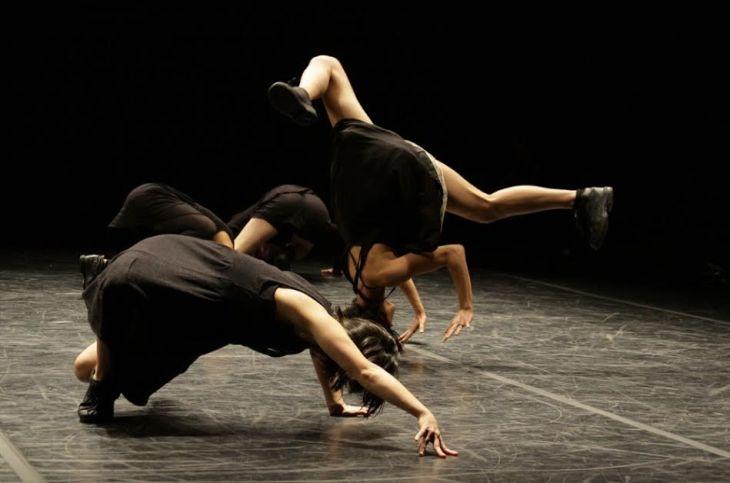 Dança Contemporânea: Imprimi Potest